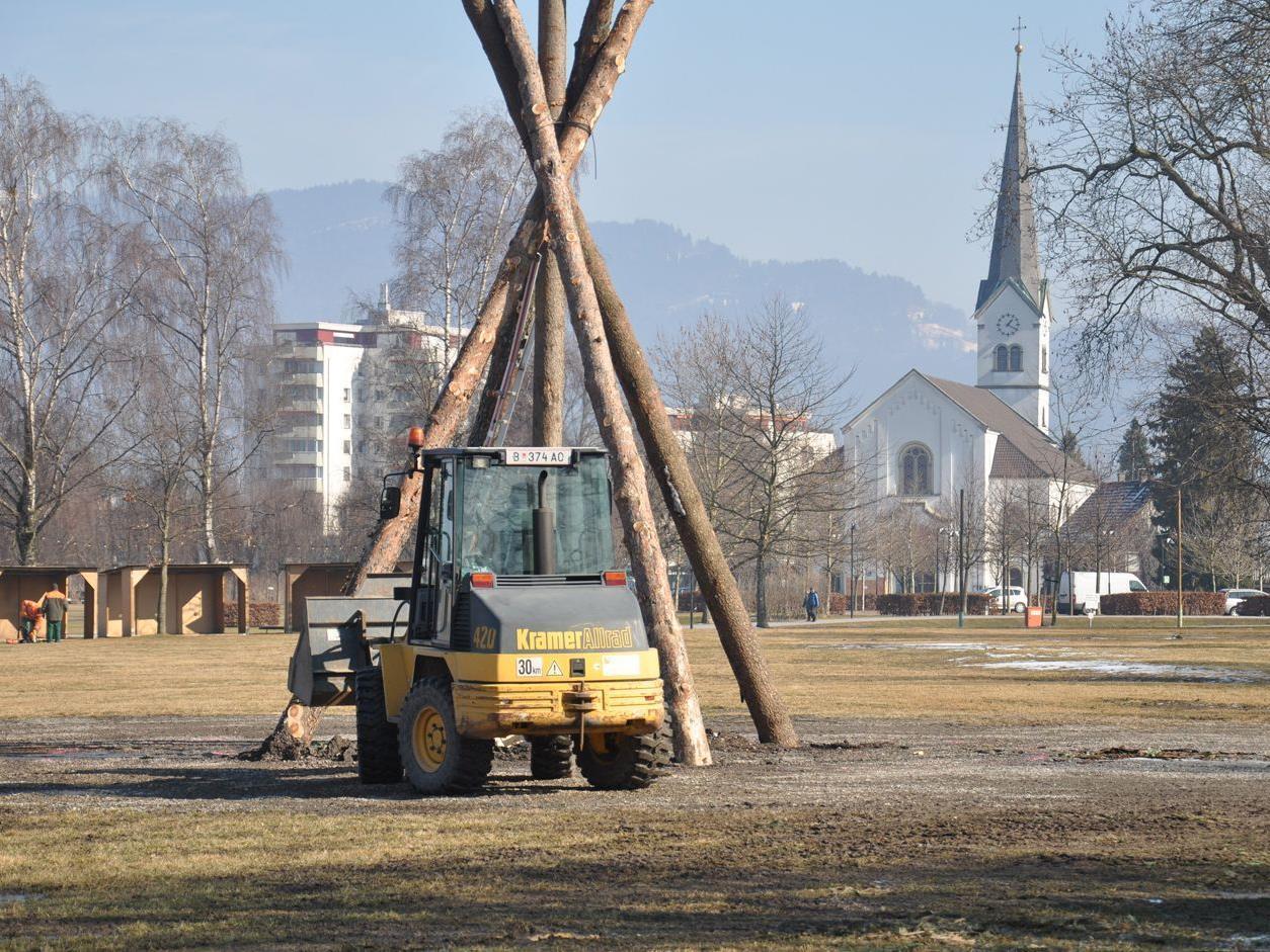Der Funkenaufbau hat am Seeparkplatz begonnen.