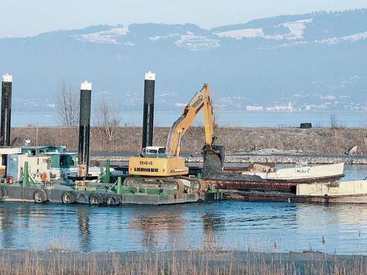 Kies aus dem Rhein entnimmt das Unternehmen Zech weiter. Das Material wird jedoch großteils auf dem Landweg abtransportiert.