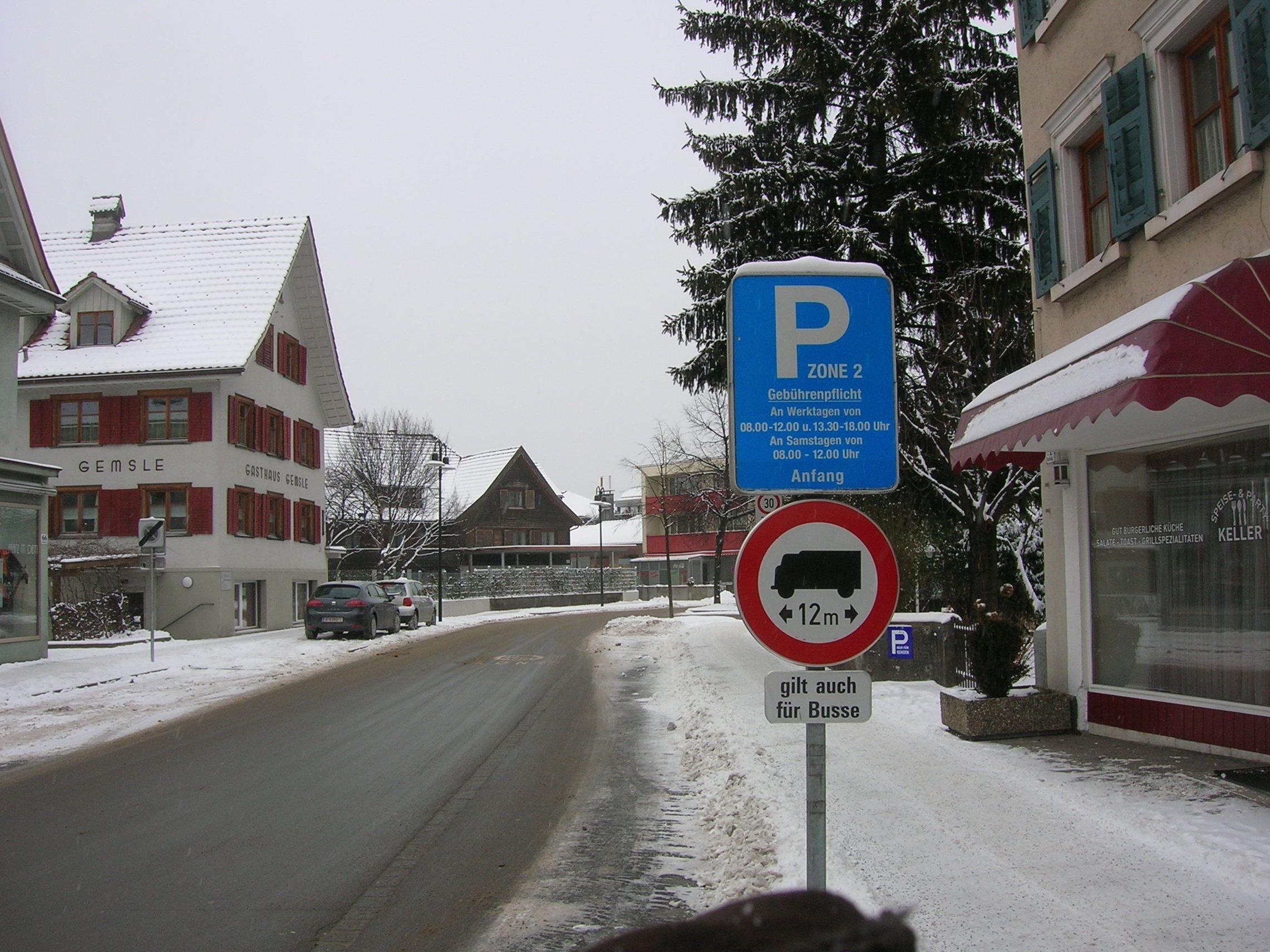 Die Parkraumbewirtschaftung wurde nun auch auf die äußere Marktstraße ausgeweitet.