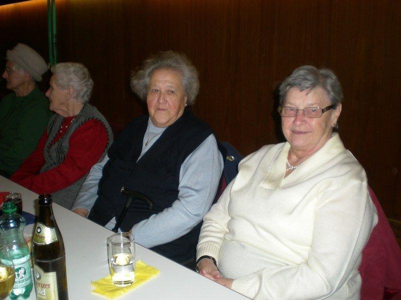 Gerne ließen sich die Satteinser Seniorinnen und Senioren von einem bunten Programm begeistern