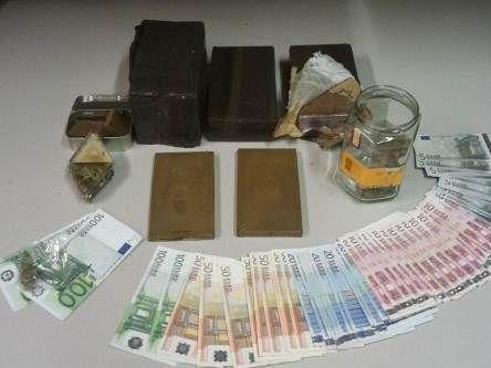 Viel Geld und jede Menge Drogen konnten sichergestellt werden