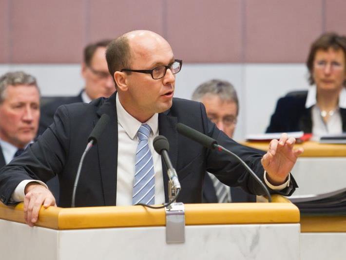 """Sportstadtrat Michael Ritsch: """"Die Sanierung wurde aus Kostengründen abgelehnt."""""""