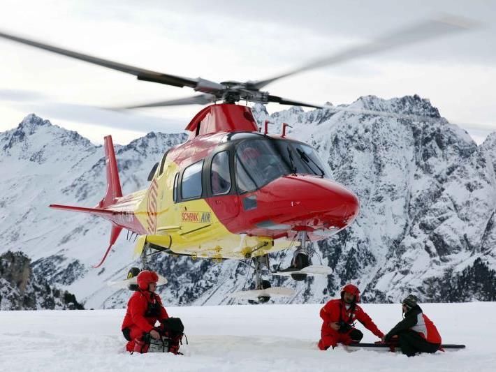 Der Verletzte wurde mit dem Helikopter in ein Sanatorium in Schruns geflogen.