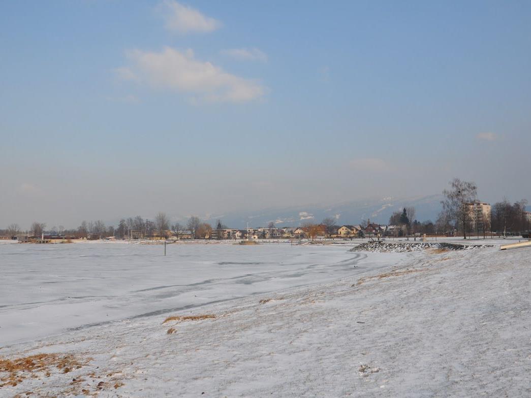 Die Eisfläche in der Harder Bucht verdickte in den vergangenen Tage.