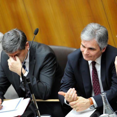 Die Opposition ließ an den Sparmaßnahmen der Regierungsspitze kein gutes Haar