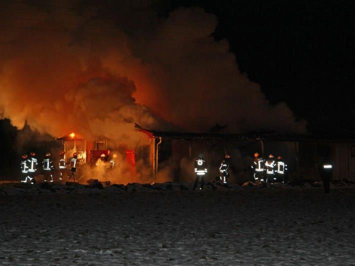 In Dornbirn brannte in der Nacht auf Freitag ein Stallgebäude nieder