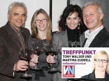 Winzer mit Hausherr: Massimo Nicolis (l.) mit Assistentin Martina sowie Andrew und Annette Nussbaumer.