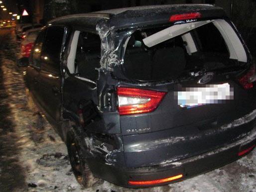 Eines der beschädigten Fahrzeuge in der Kapellstraße.