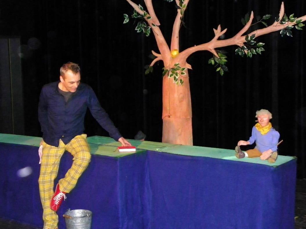 Puppenspieler Stefan Libardi mit seinem Hans