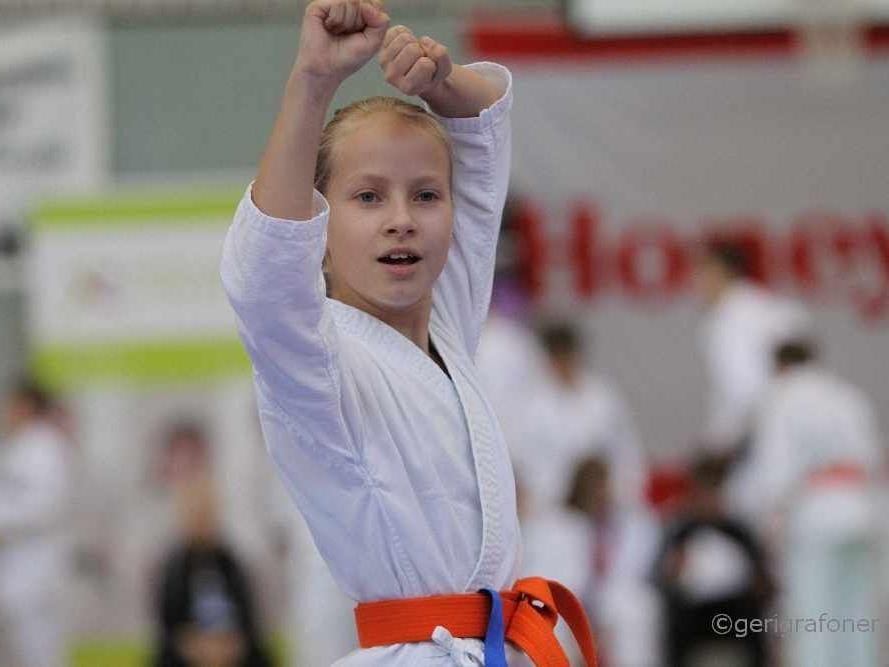 Laura Teichtmeister Gewinnerin der Klasse Kata U12