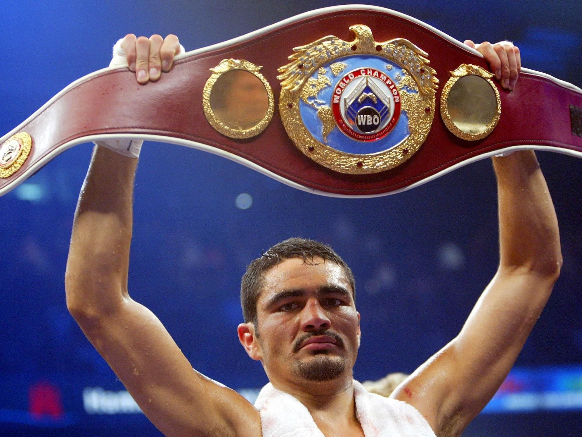 2003 gewann Julio Gonzalez den WBO-Titel im Halbschwergewicht.