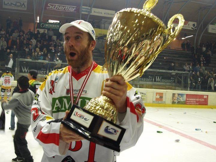 Daniel Gauthier mit Meisterpokal im Frühjahr 2011