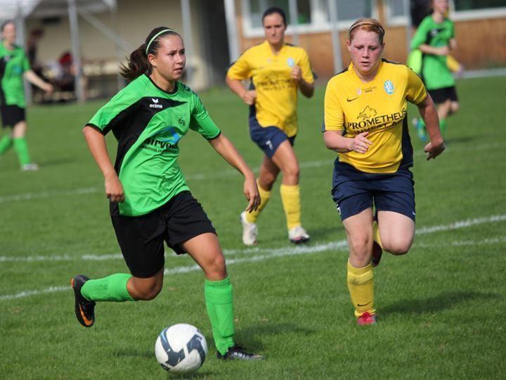 Die Mädchen des FC Sulz (li), spielen im nächsten Jahr beim FFC Vorderland