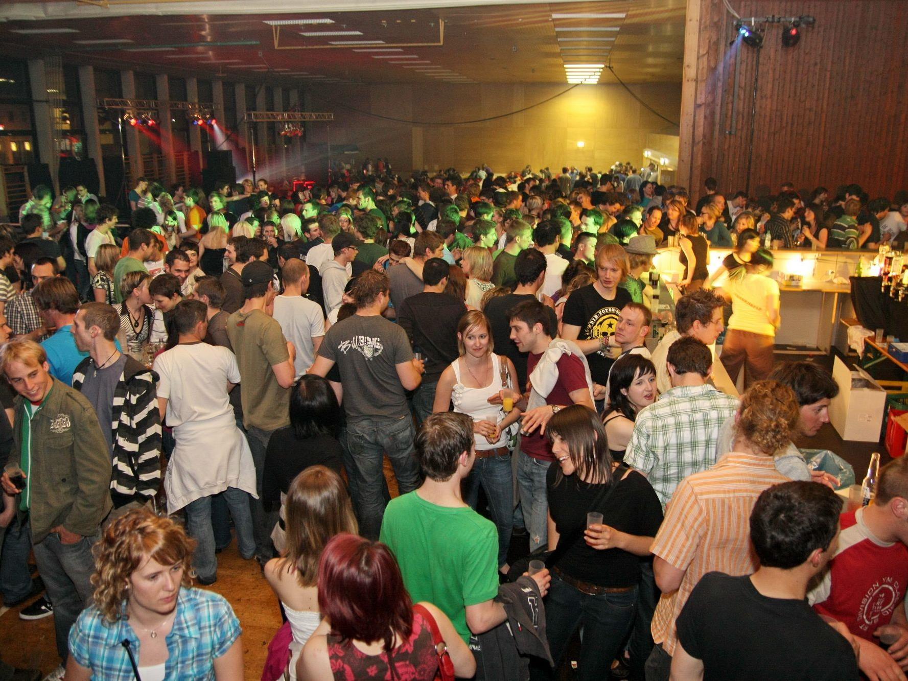 Am Ostersonntag veranstaltet der FC Thüringen erneut den bereits zur Tradition gewordenen Osterrock in der Hauptschulhalle Thüringen.