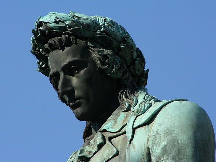 Detailaufnahme vom Schillerdenkmal in Stuttgart