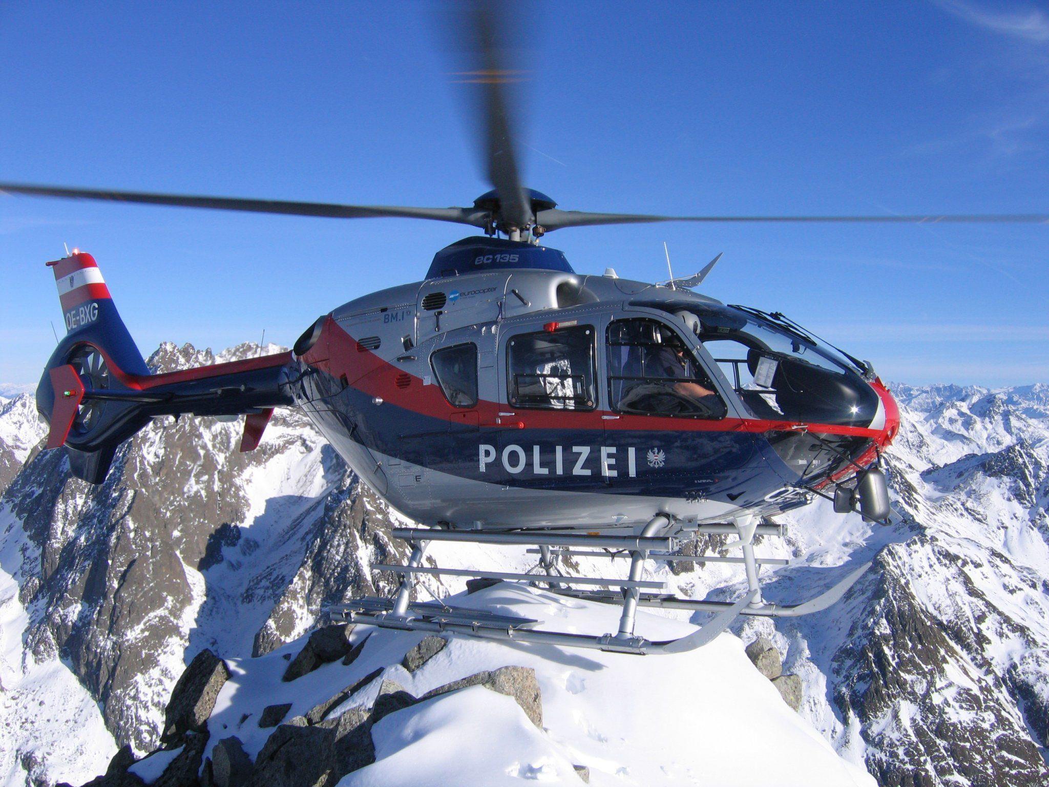 23-Jähriger stürzte im freien Gelände zehn Meter ab.