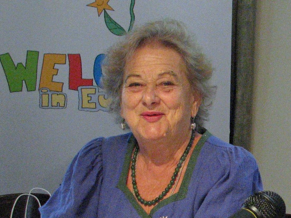Edith Guip-Cobilanschi liest Gedichte und Prosa aus ihrer Heimat.