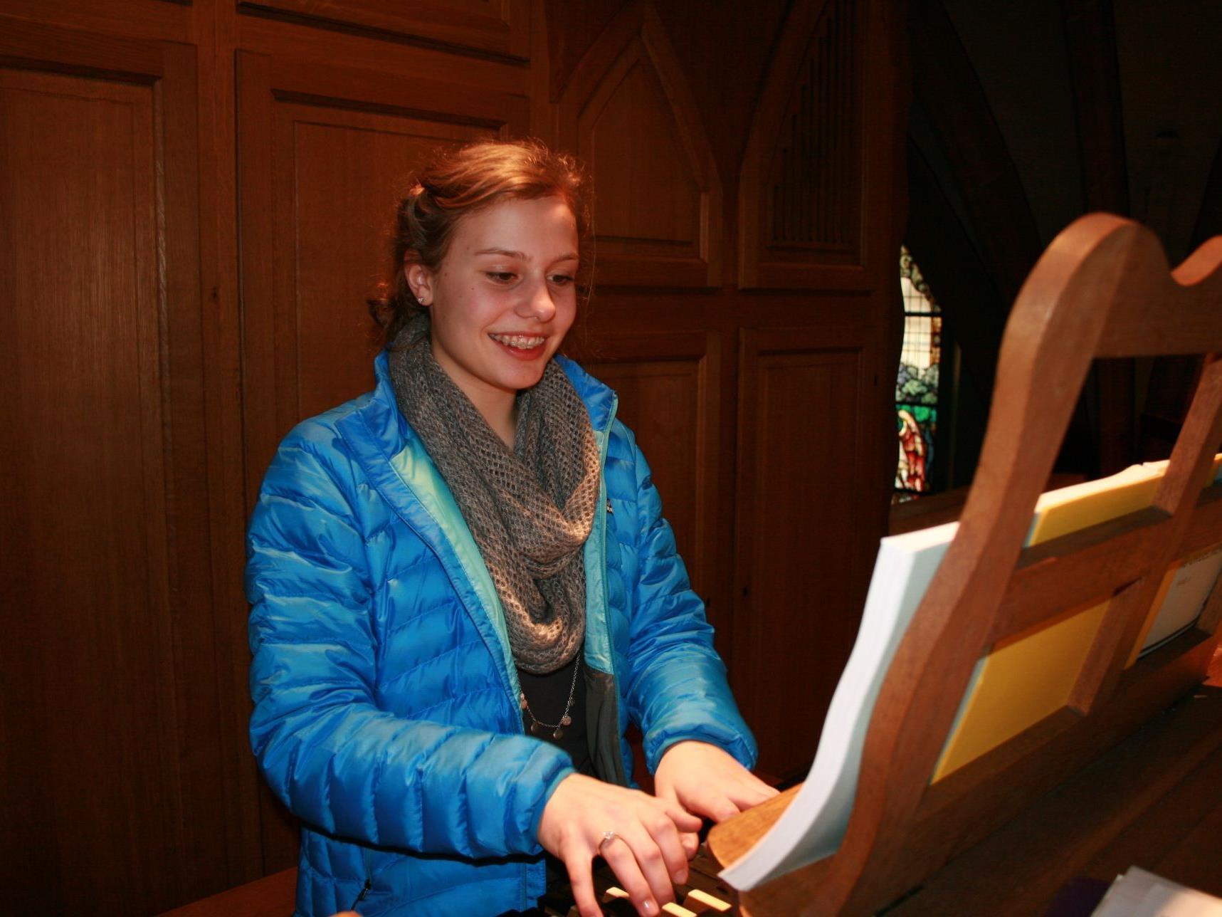 Barbara Salomon spielt mit ihrem Orgelkollegen Martin Riccabona ein Benefizkonzert