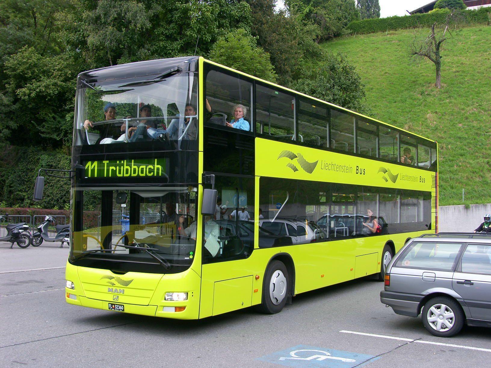 Ein solcher Doppelstockbus der LIEmobil soll ein fahrendes Klassenzimmer werden