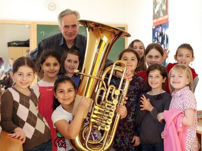 Den Schülerinnen machte das Muziszieren mit Georg Morre sichtlich Spaß.