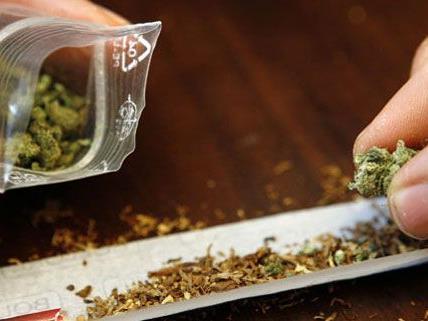 Seit 1999 hat die elfköpfige Bande Drogen im Wert von 1,1 Millionen Euro verkauft.