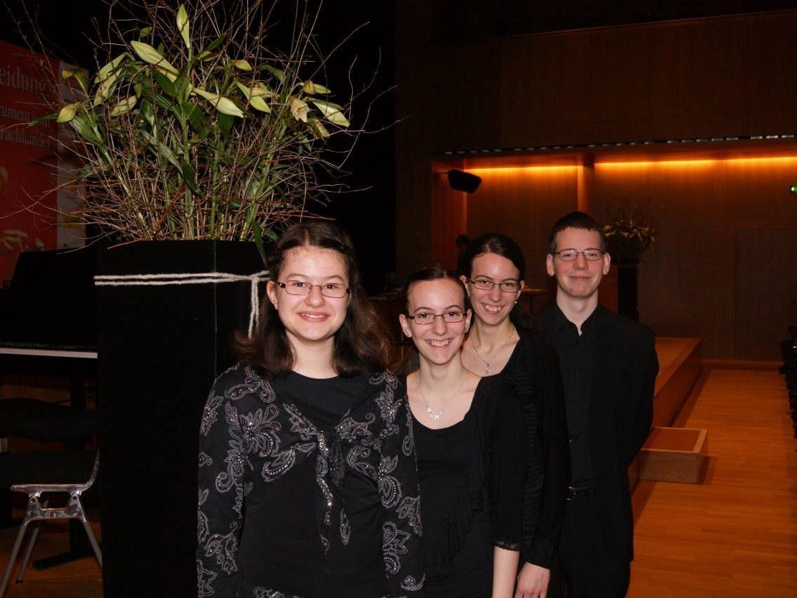 Die vier erfolgreichen Musiker v li. Patricia  Nägele, Anna , Eva-Maria und Lukas Hamberger