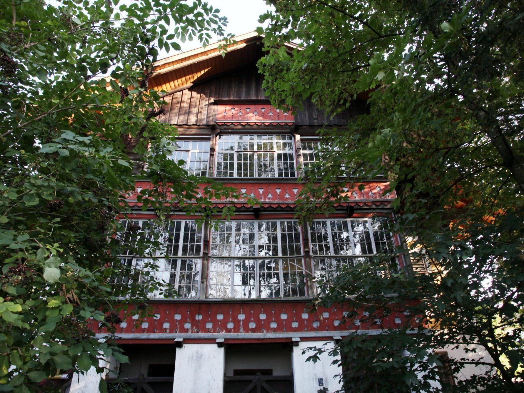 In diesem Haus in St.Peter am Hart im Bezirk Braunau wohnten der 80-Jährige und die Töchter.