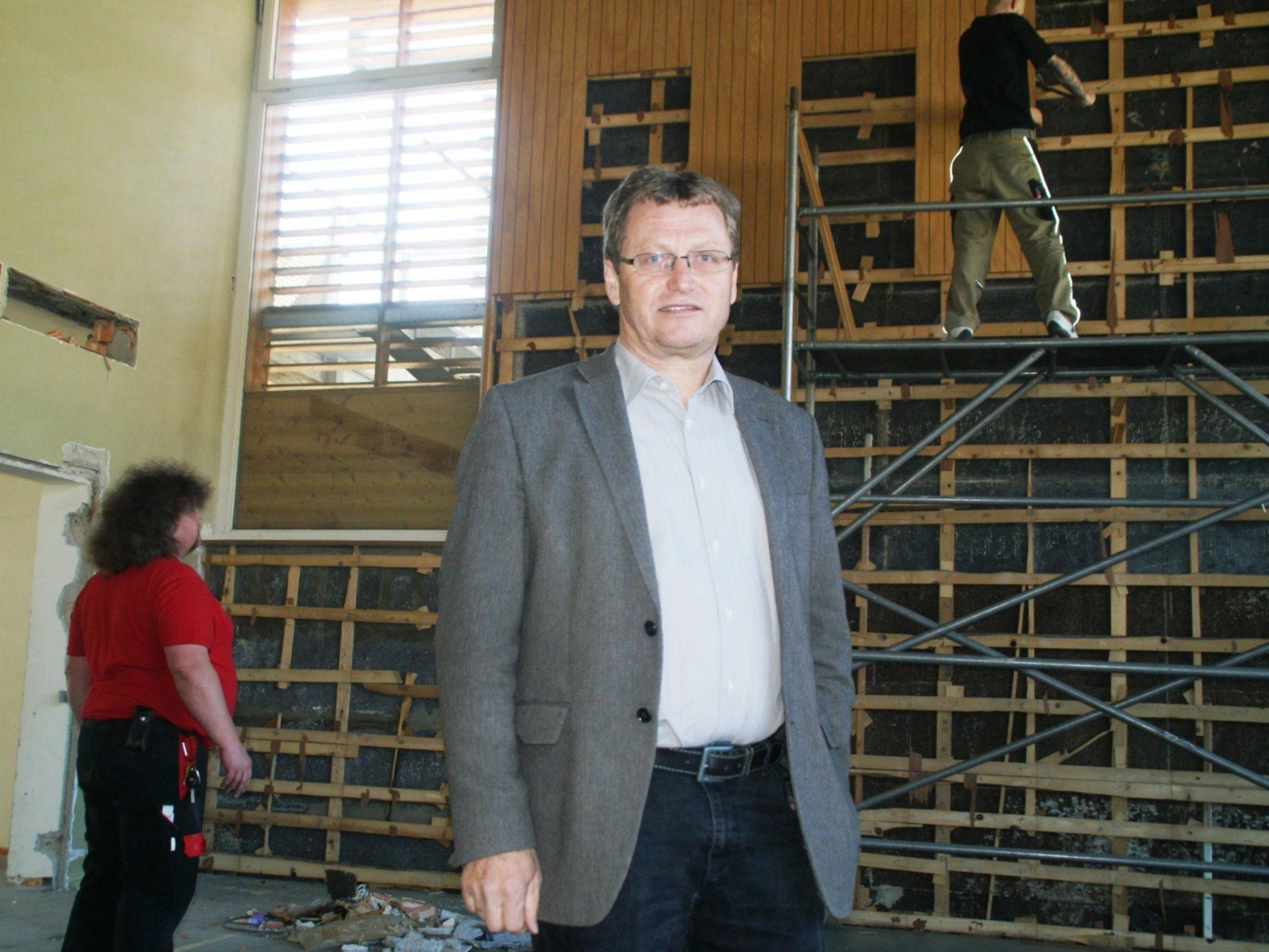 Bürgermeister Armin Berchtold beim Lokalaugenschein mit der VN-Heimat