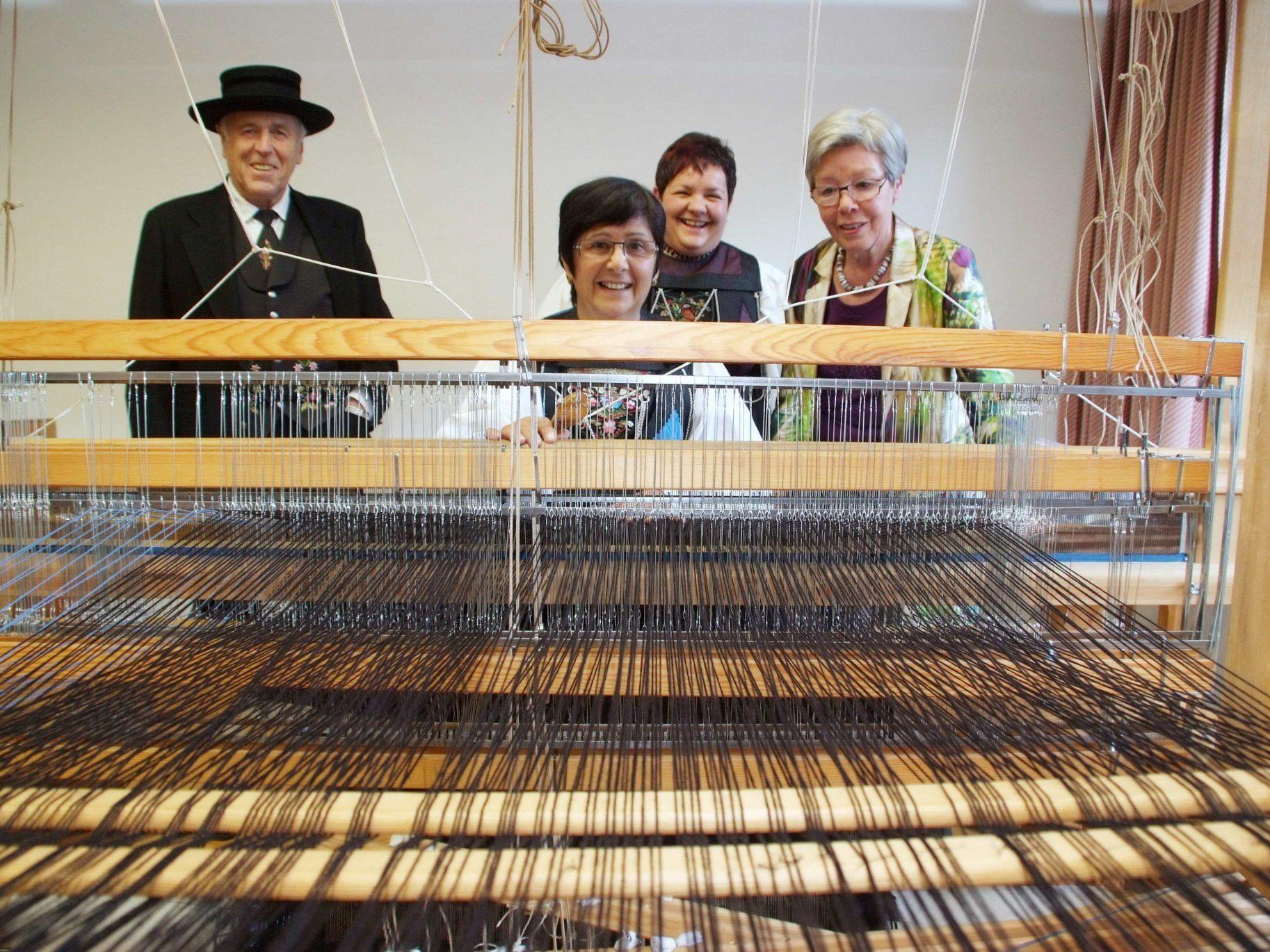 In der Buchbodner Textilwerkstatt werden wieder die Webstühle eingespannt.