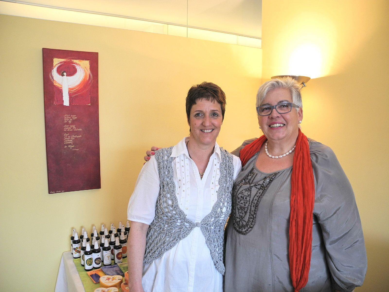 (l.) Alexandra Kelterer und Maria Kalb in ihrem neu eröffneten Centrum für Energie und Lebensfreude