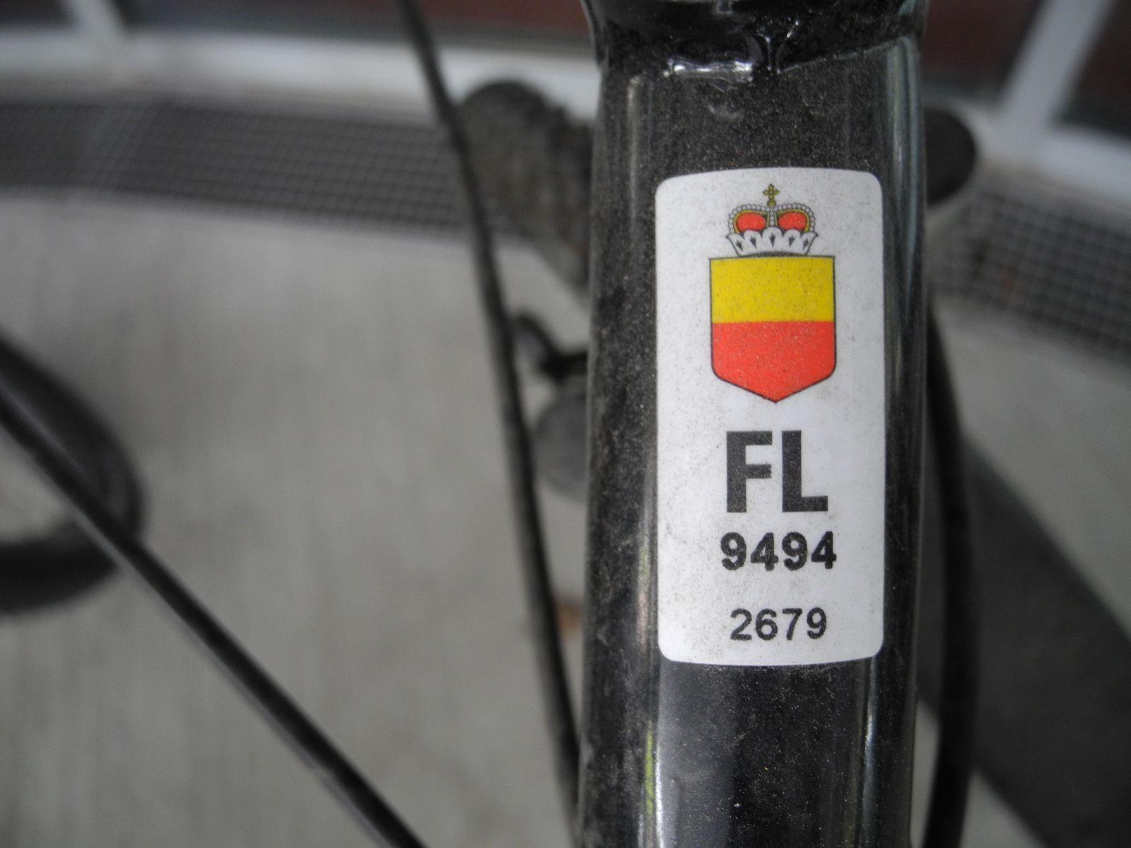 """Ein Liechtensteiner """"Fahrradpickerl"""" (Velonummer)"""