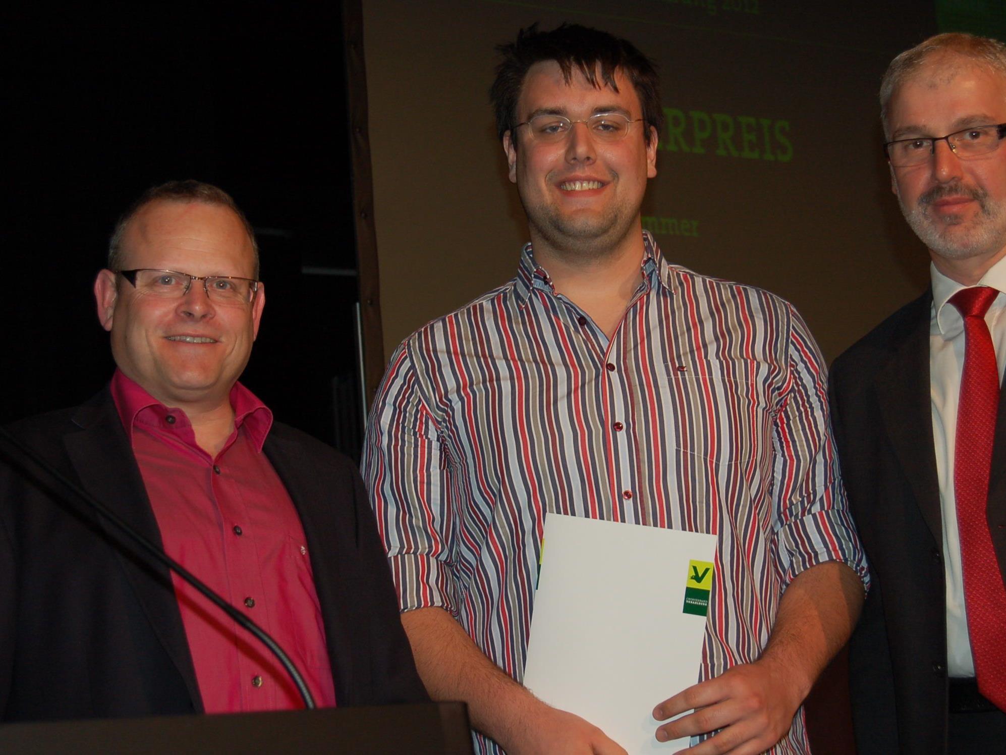 Oskar Egle und Axel Girardelli durften Martin Summr (Mitte) den Musikförderpreis 2012 übergeben.