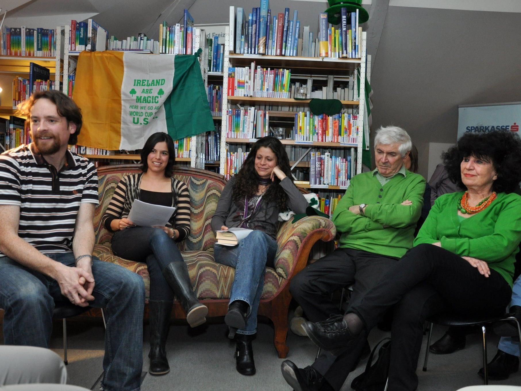 Die Stadtbücherei lud zum deutsch-irischen Abend im Zeichen von St. Patrick.
