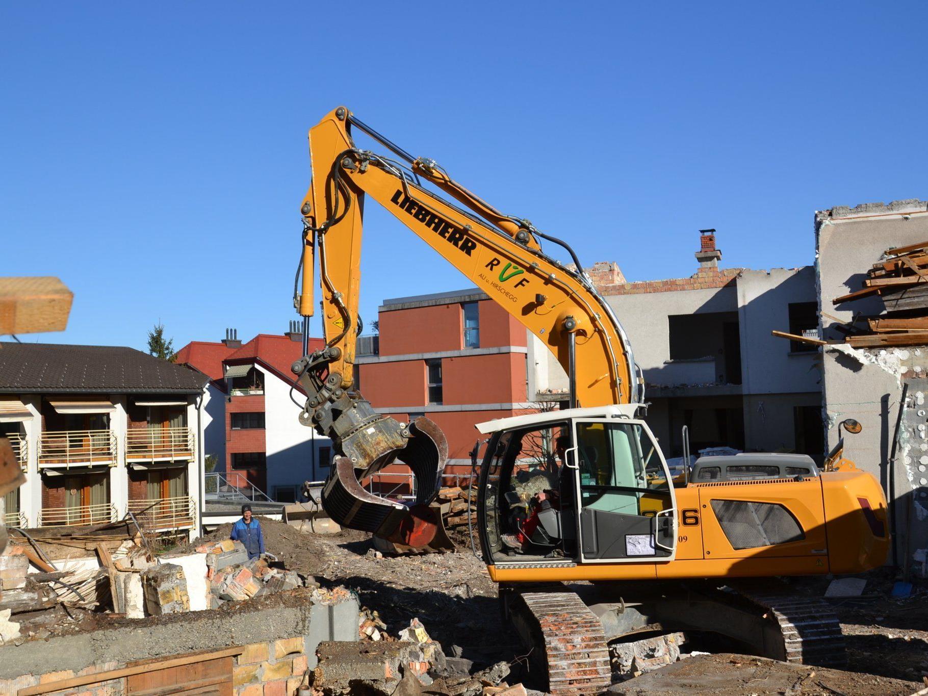 Die Abbrucharbeiten in der Montfortstraße schreiten zügig voran