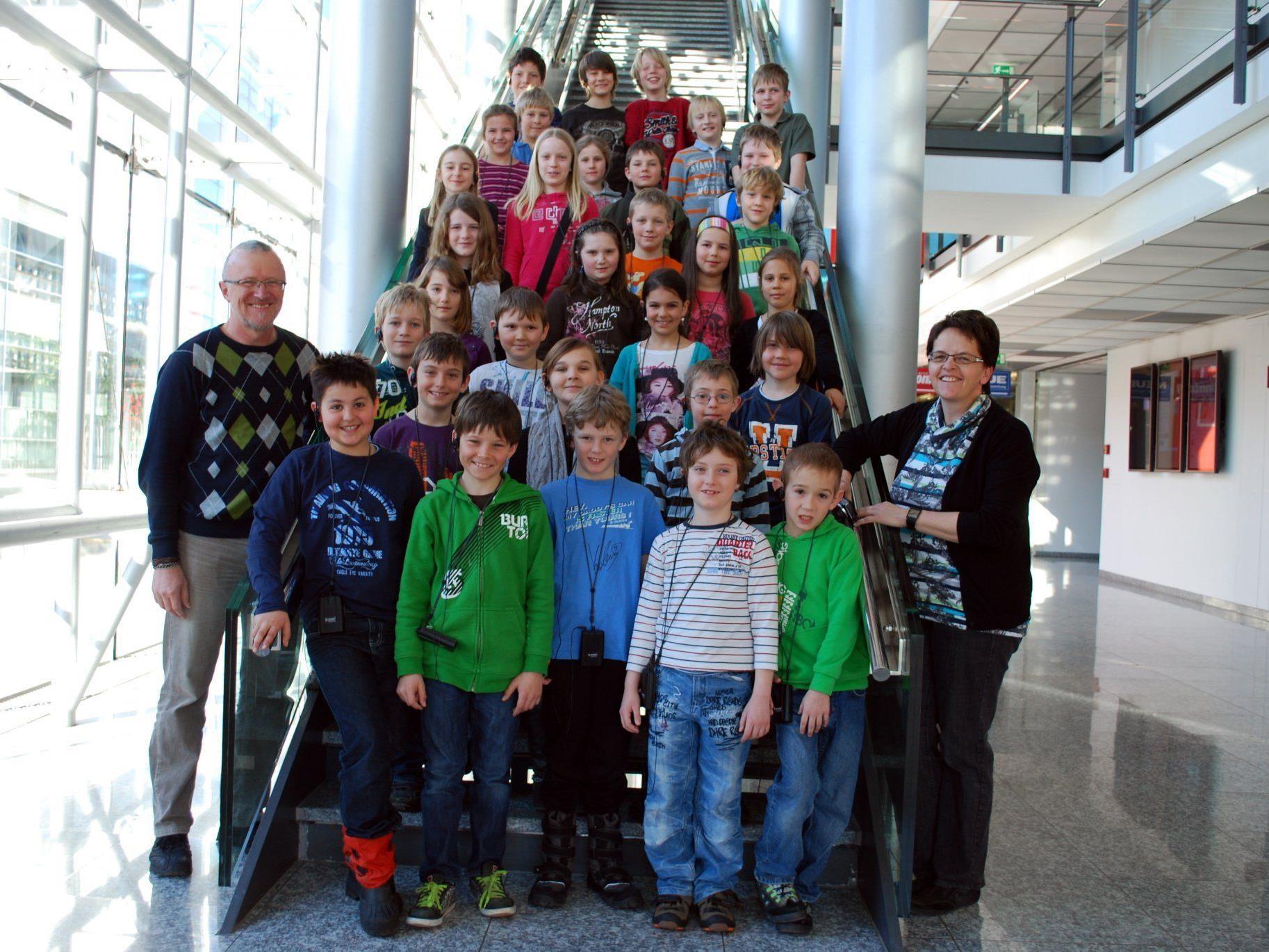 Die Dritt- und Viertklässler der VS Lingenau im Vorarlberger Medienhaus.