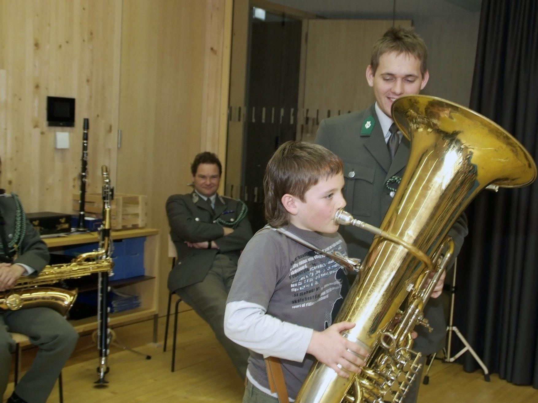 Egal wie groß das Instrument ist, wichtig: man kann ihm einen Ton entlocken.