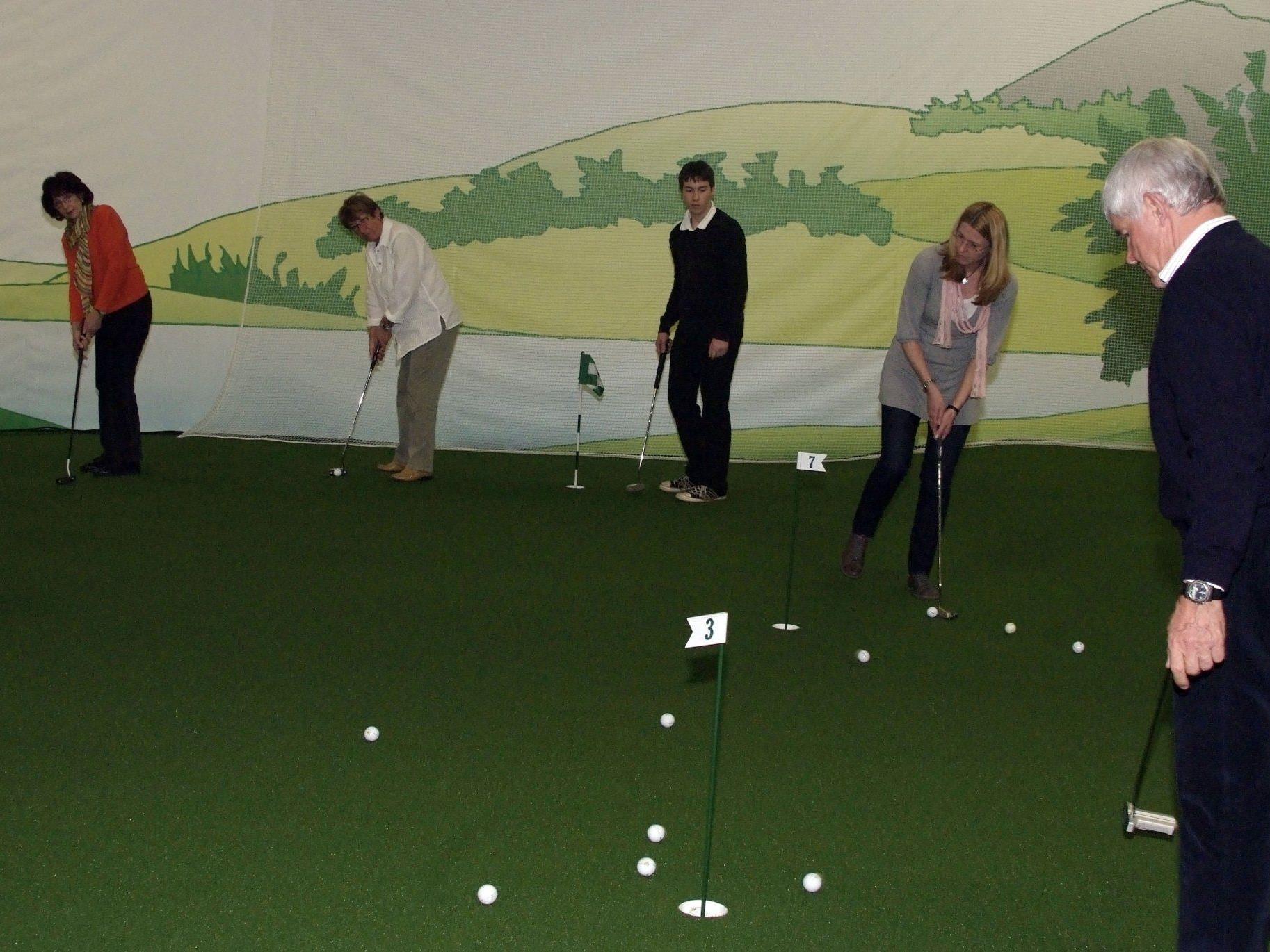 Toni Mathis gab im Indoor-Golfstudio Anleitungen zu konzentrierterem Golfspiel.