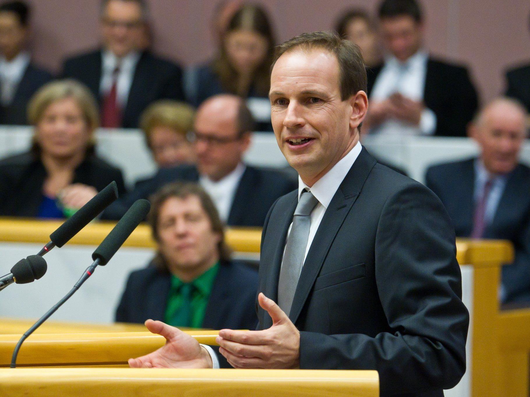 FPÖ-Chef Dieter Egger will 30 statt 36 Abgeordnete, Erleichterungen beim Klubstatus und mehr Kontrollrechte im Landtag.