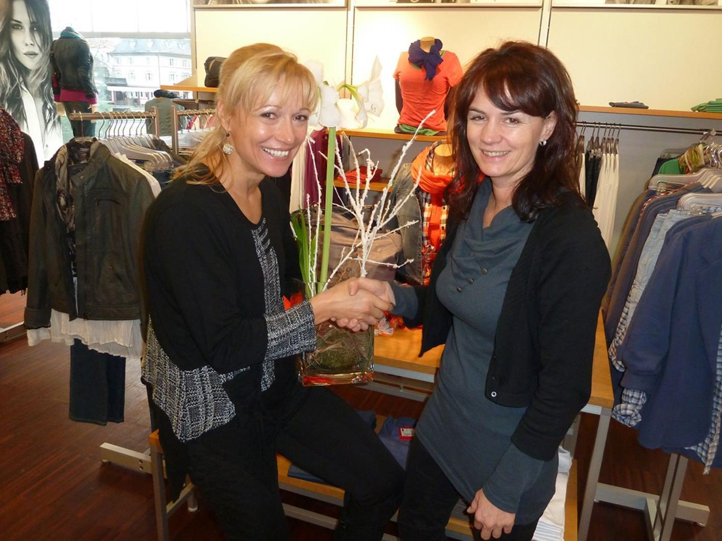 Barbara Kirchner (r.) und Astrid Zylla (Stadtmarketing) laden zum Mode-Event.