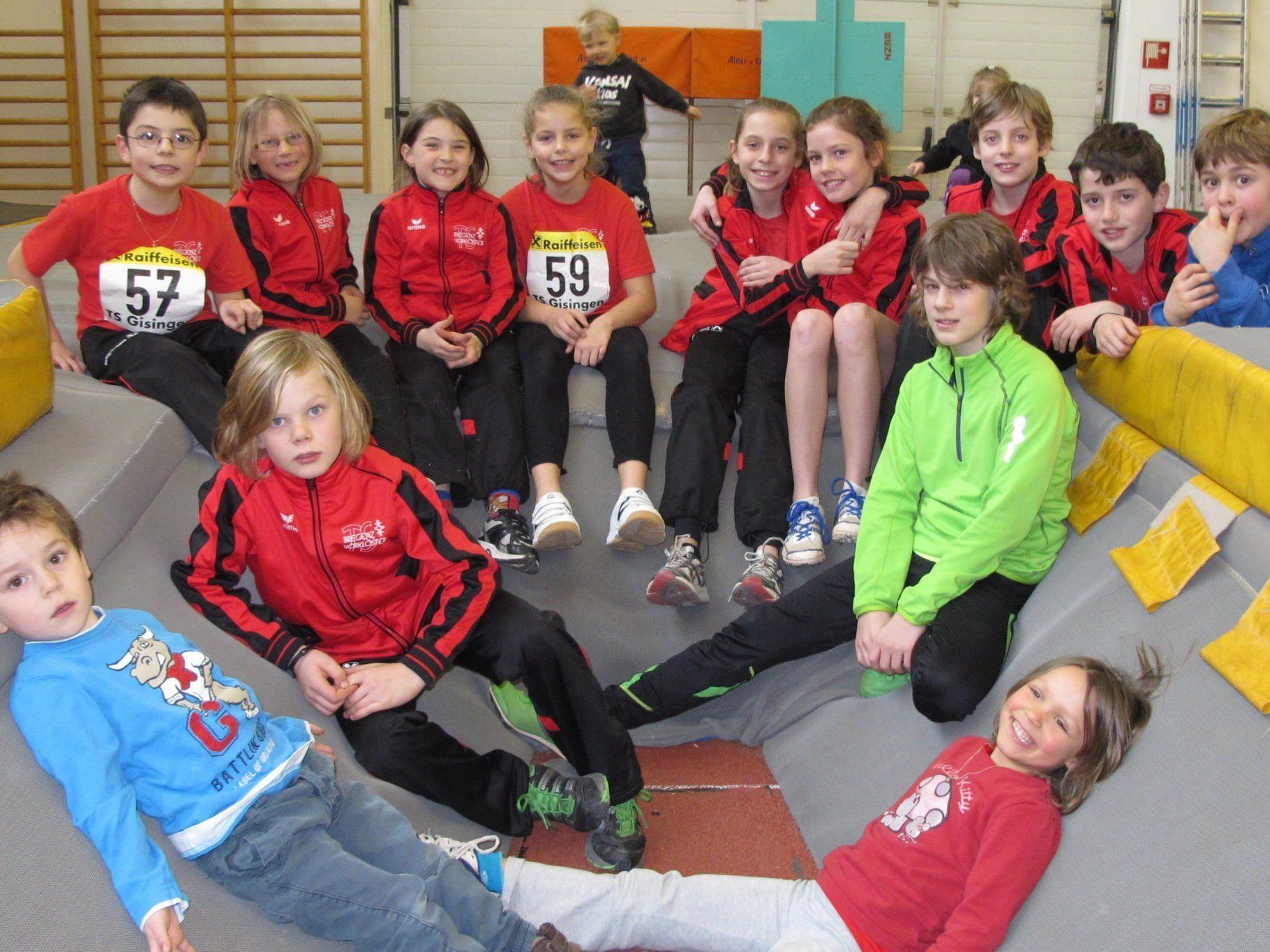 Zahlreiche Leichtathleten der TS Bregenz-Vorkloster nahmen an der Hallen-Landesmeisterschaft teil.