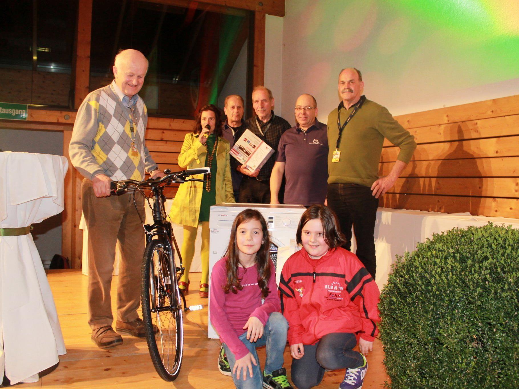 In der Tombola gab es viele Preise für Radfahrer zu gewinnen.