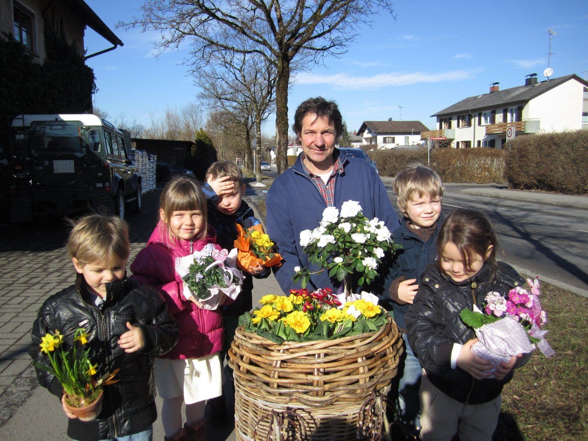 Gregor, Sema, Antonia, Joshua und Noah vom Kindergarten Rohrbach waren in der Gärtnerei Martin Lenz zu Besuch.