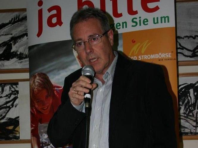 Bürgermeister Helmut Lampert bei der Präsentation