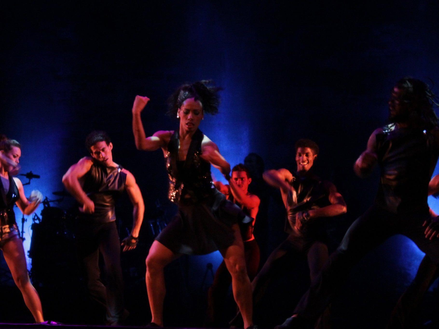 Beim Ballet Revolucion im Museumsquartier treffen sich kubanisches Feuer und karibische Grazie
