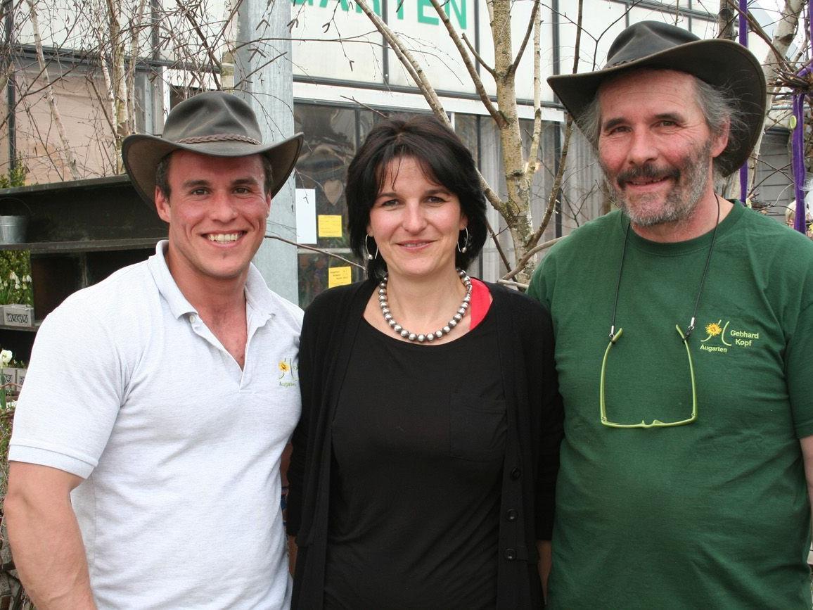 Sie stehen hinter dem Markt: Raphael und Gebhard Kopf mit Claudia Peyer.