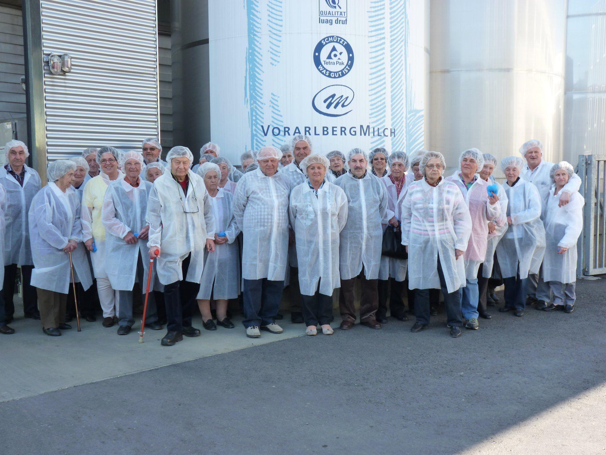 Bürserberger Senioren bei der Betriebsbesichtgung von Vorarlberg Milch.