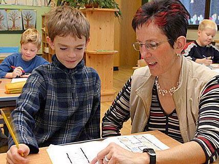 Bislang konnten sich Lehrerinnen und Lehrer bis zu 14 Wochen lang vom Job erholen - bald vielleicht nicht mehr