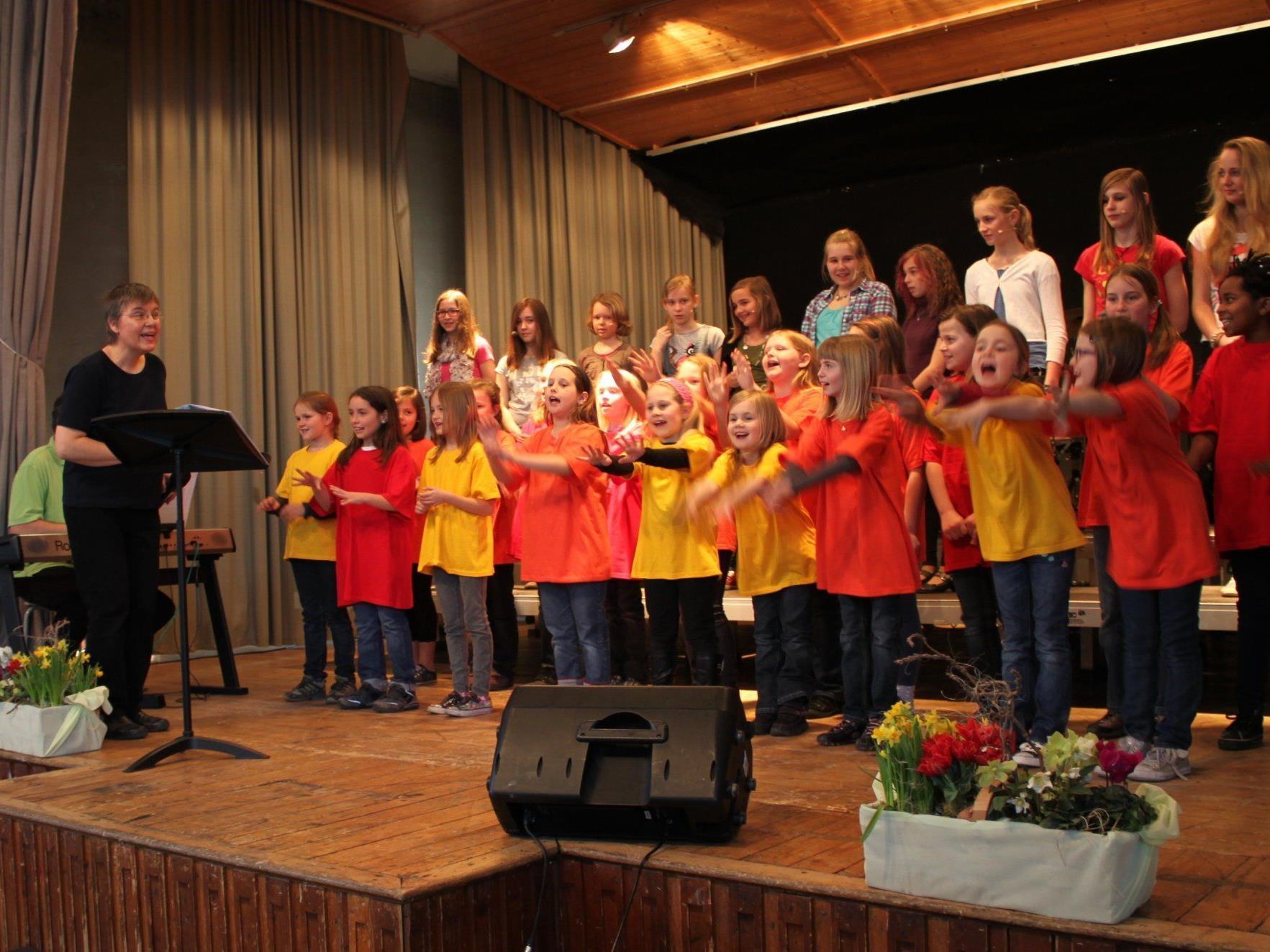 Die Jugendchöre begeisterten mit ihren temperamentvollen Auftritten das Publikum.