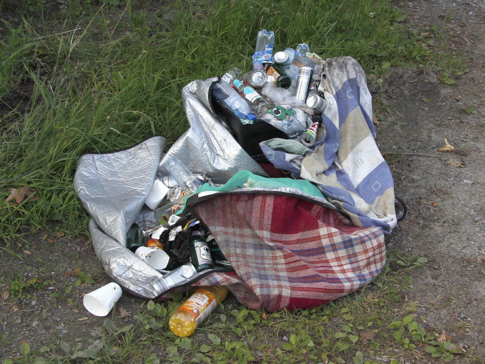 Die Müllmengen, die sich im Ortsgebiet angesammelt haben, müssen ordnungsgemäß entsorgt werden.
