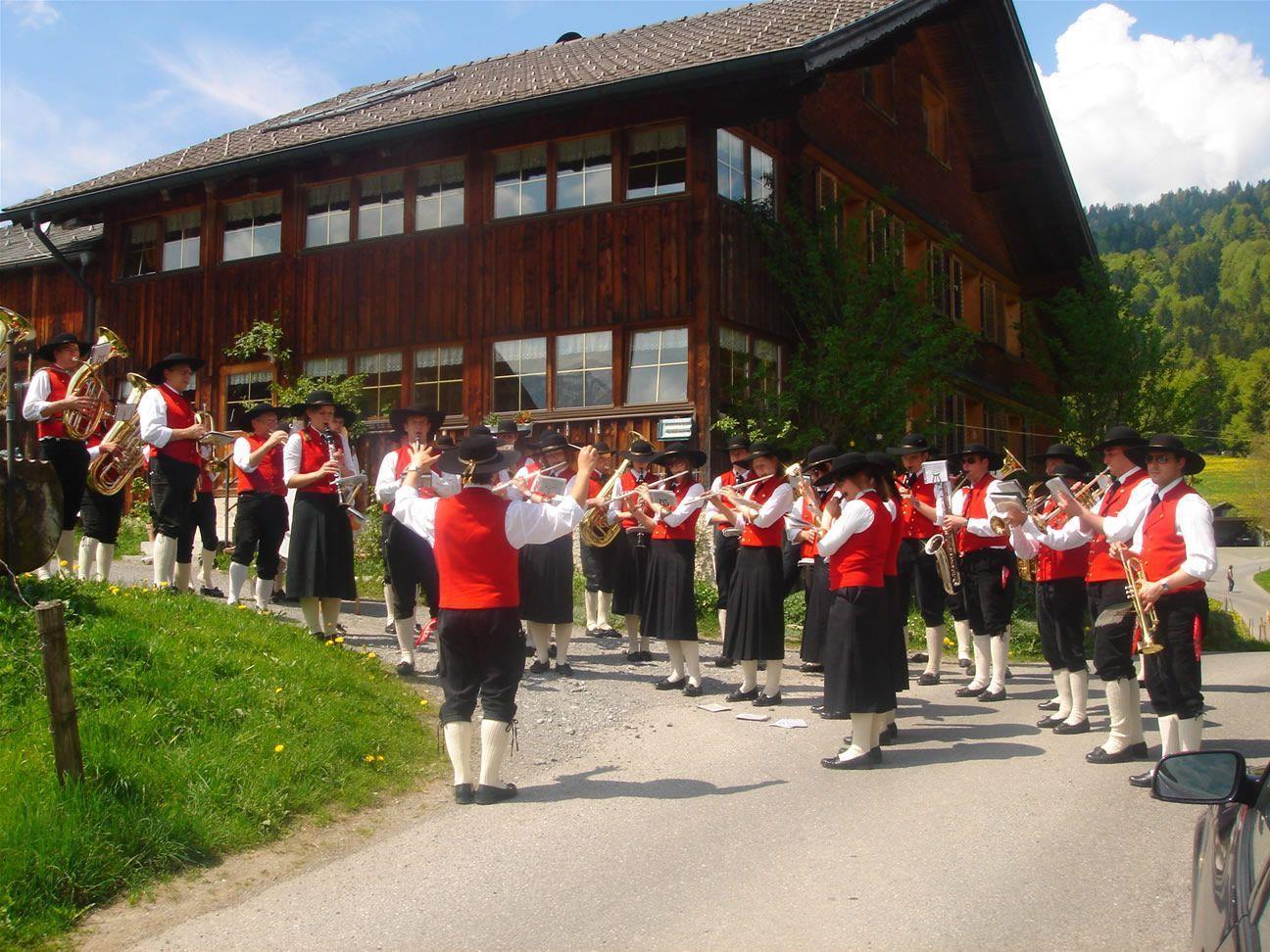 Die Schwarzenberger Musikanten laden zum Frühjahrskonzert ein.